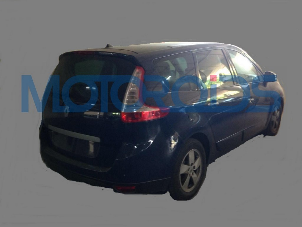 Renault Grand Scenic Spied