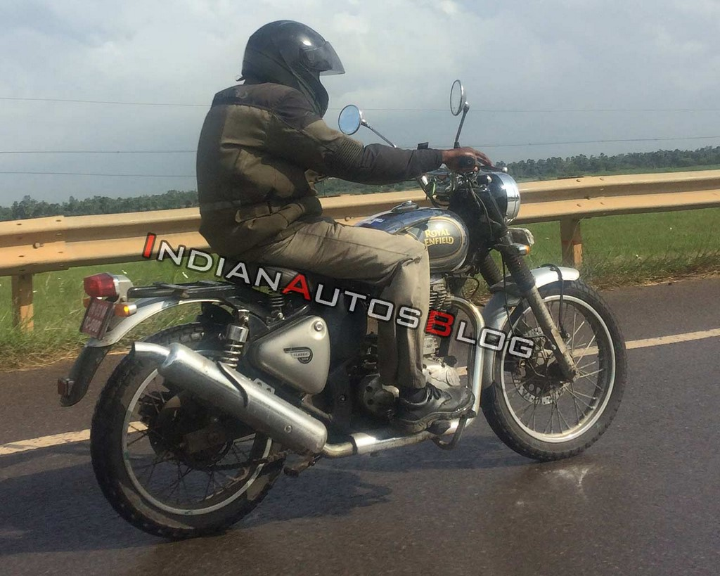 Royal Enfield Classic 500 Scrambler Spotted Side