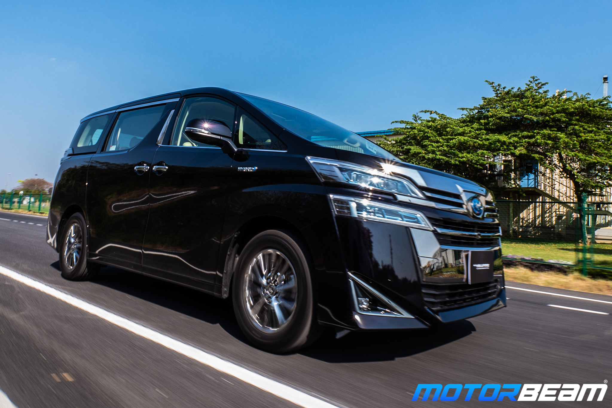 Toyota Vellfire Features