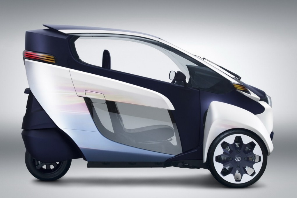 Toyota i-ROAD EV Concept Side