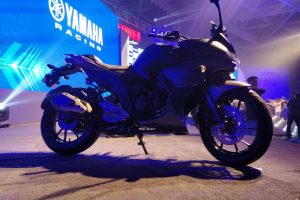 2017 Yamaha FZ25 Review Test Ride | MotorBeam