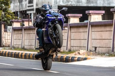 Yamaha R15 V3 Pros Cons Hindi