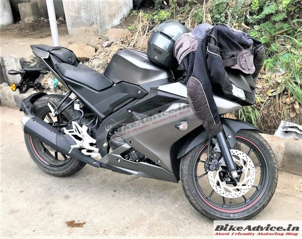 Yamaha R15 V3.0 Spotted In India