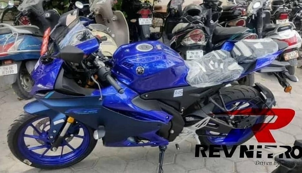 Yamaha R15M Spotted Side