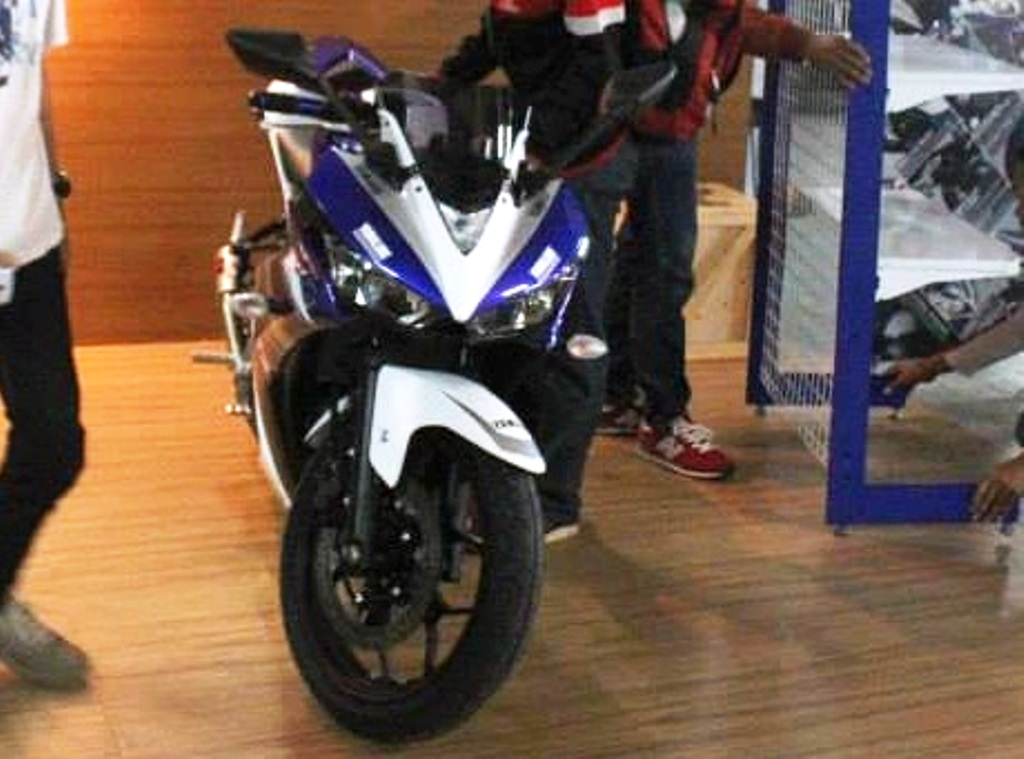 Yamaha R25 Special Edition Spied MotoGP Colours