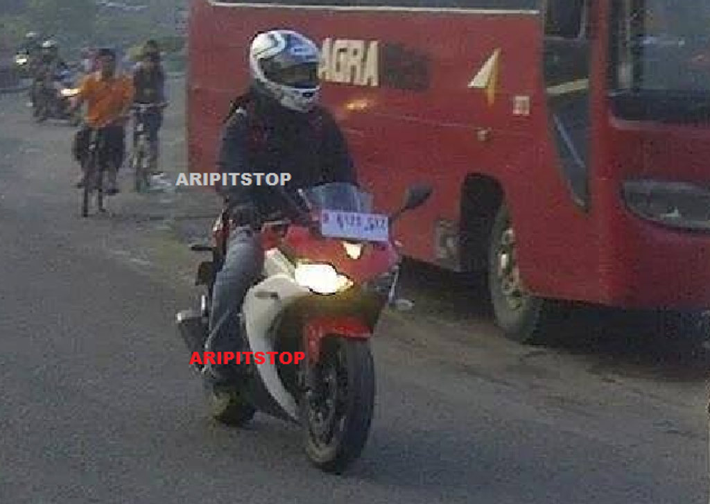 Yamaha YZF-R25 Clear Spy Shot